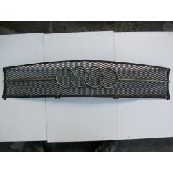 Audi 100 Coupe. Rejilla delantera